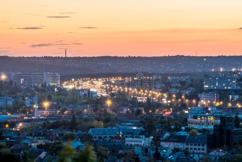 Сансет-жёлтое небо в Будапеште стоковые фотографии rf