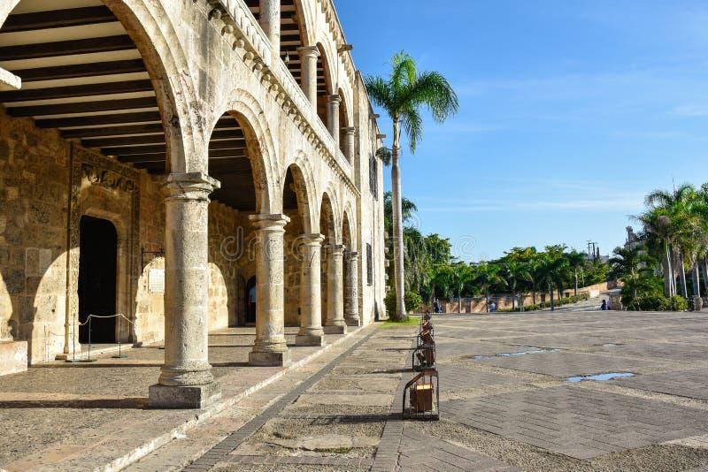 Санто Доминго, Доминиканская Республика Alcazar de Двоеточие (дом) Diego Колумбуса, испанский квадрат стоковое изображение