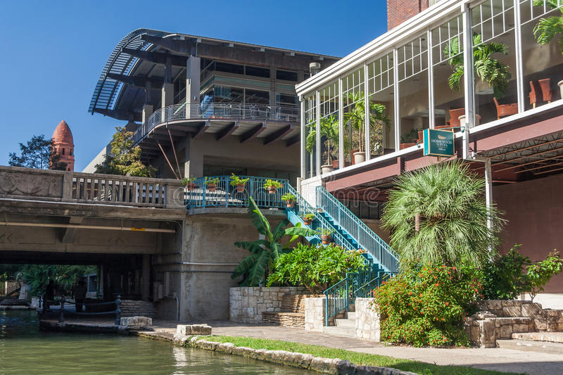 Сан Антонио, TX/USA - около ноябрь 2015: Ресторан на прогулке реки в Сан Антонио, Техасе стоковая фотография