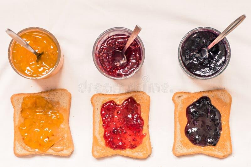 Сандвичи здравицы с арахисовым маслом и вареньем стоковые фотографии rf