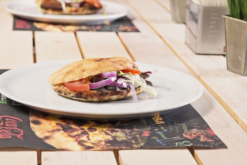 Сандвичи на таблице стоковые изображения rf