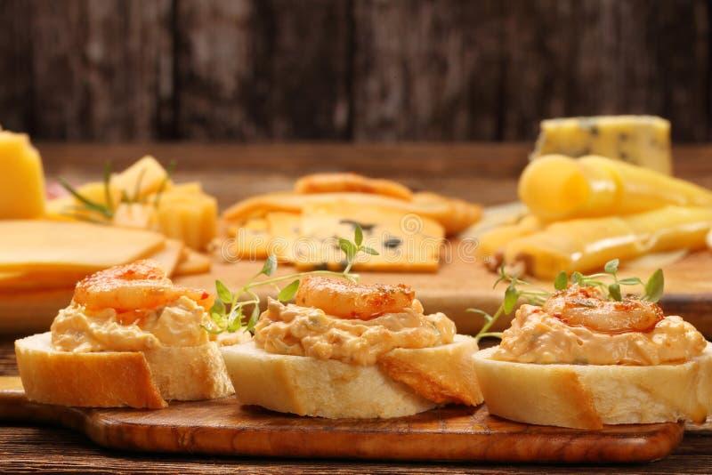 Сандвичи с креветками и затиром креветки стоковые изображения rf