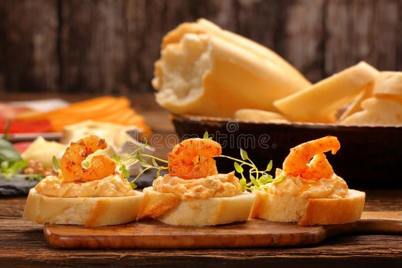 Сандвичи с креветками и затиром креветки стоковое фото rf