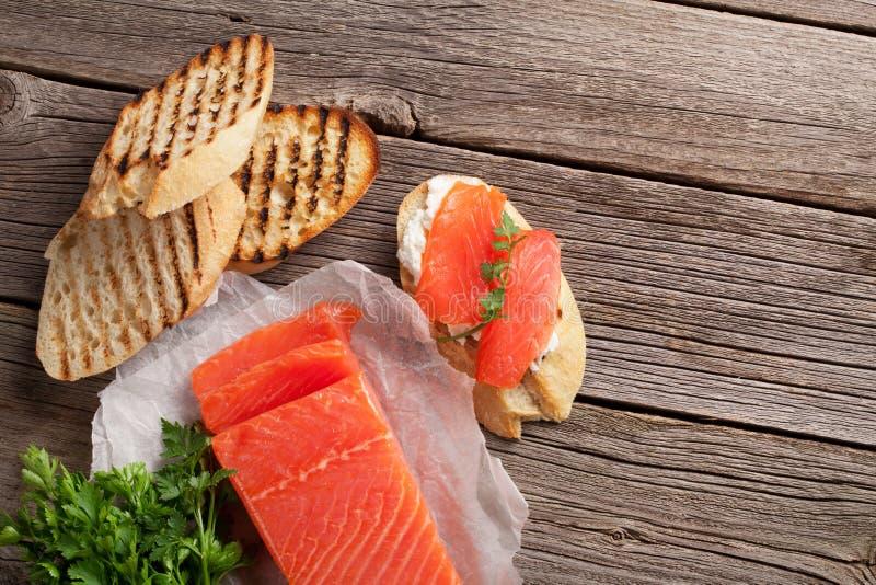 Сандвич здравицы с семгами стоковое изображение