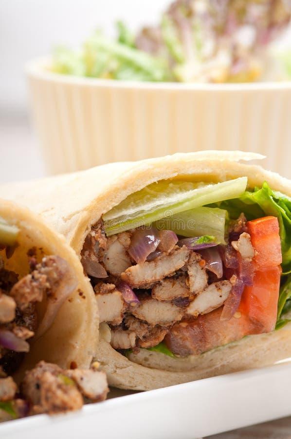 Сандвич крена обруча пита цыпленка shawarma Kafta стоковое изображение rf