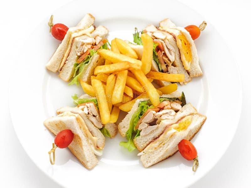 Сандвич клуба на белой плите стоковое изображение