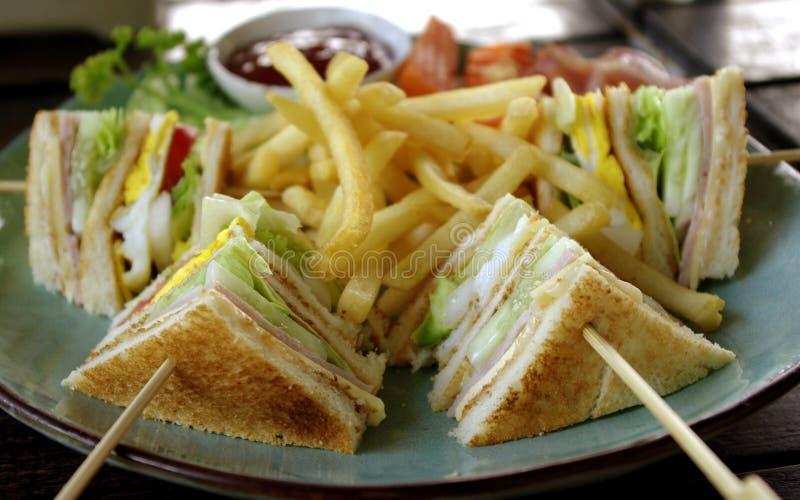Сандвич клуба с фраями стоковая фотография