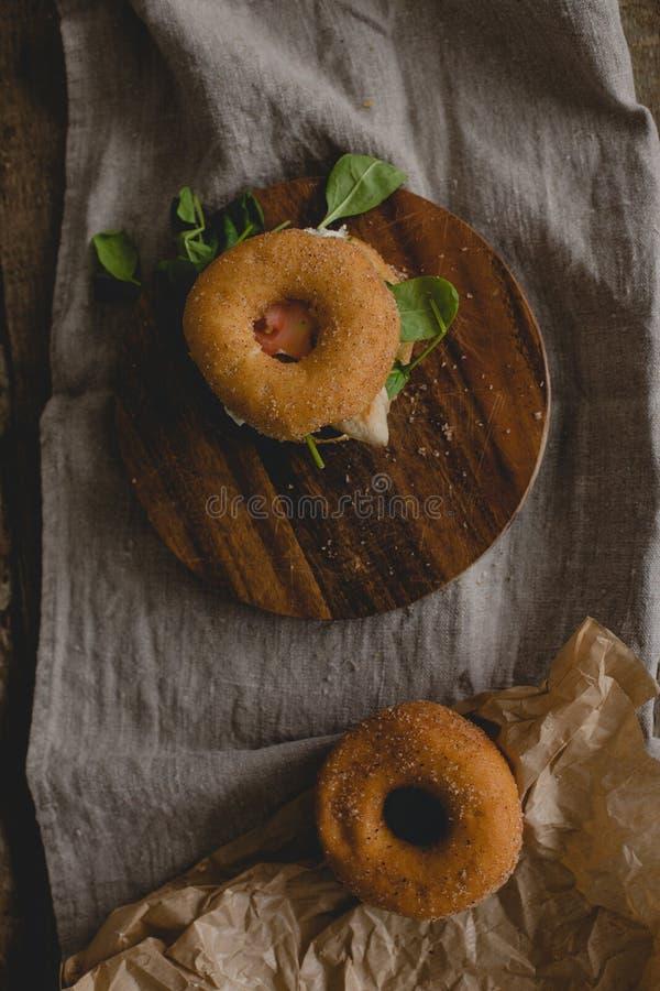 Сандвич донута стоковые изображения rf