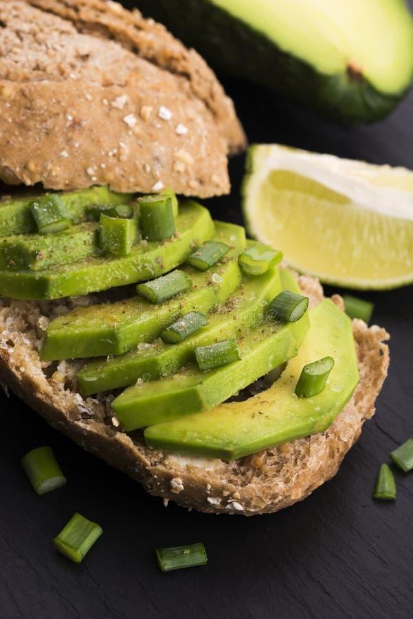 Сандвич с авокадоом стоковое фото rf
