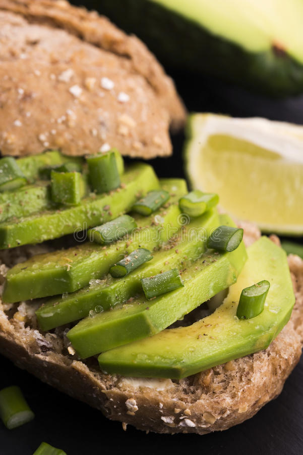 Сандвич с авокадоом стоковые изображения rf