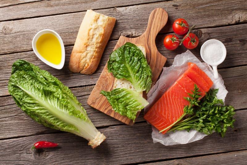 Сандвич с семгами и салатом стоковая фотография rf