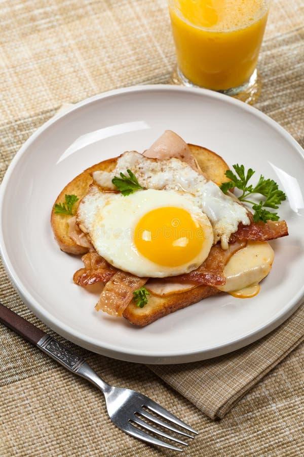 Сандвич с яичницами стоковые фото