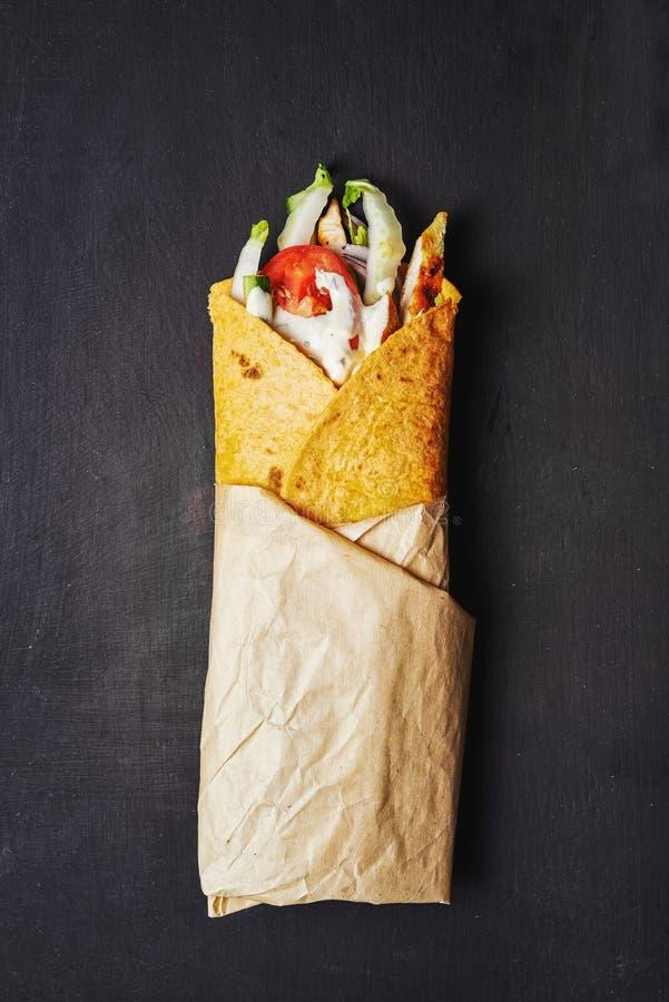 Сандвич Wraped с цыпленком стоковые фото