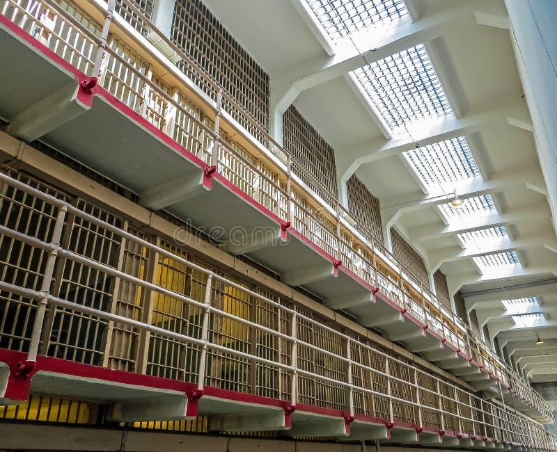 Сан-Франциско, CA США - клетки основного населения тюрьмы Alcatraz стоковая фотография