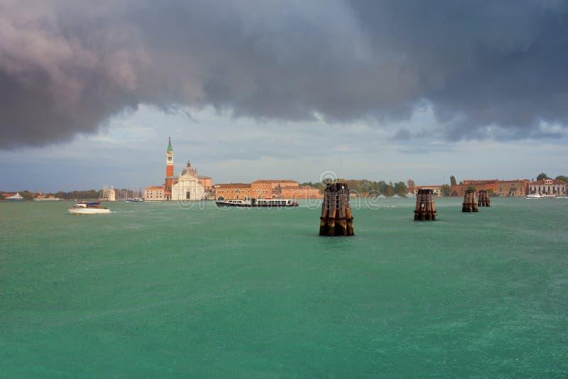 Сан Giorgio Maggiore в дожде лета Венеции стоковое фото rf