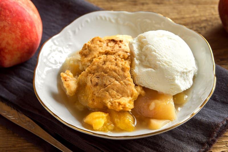 Сапожник персика с мороженым стоковые фотографии rf