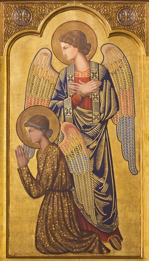 САРАГОСА, ИСПАНИЯ - 1-ОЕ МАРТА 2018: Значок prayered ангелов на главном алтаре в церков Iglesia del Perpetuo Socorro стоковое фото rf
