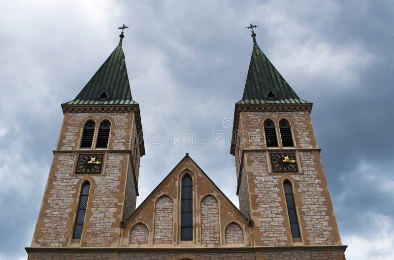 Сараево, Босния и Герцеговина, горизонт, священный собор сердца, церковь, katedrala Sarajevska, вид с воздуха, старый городок стоковое фото