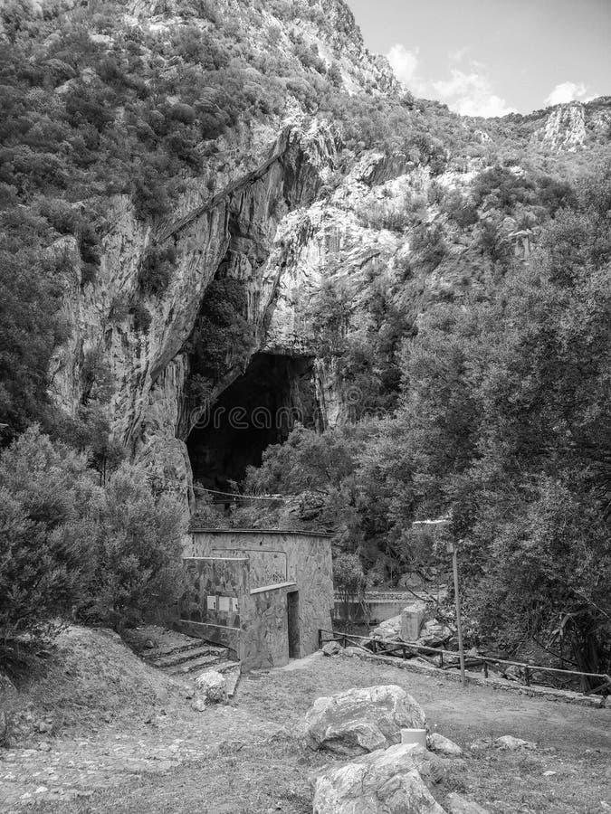 Сардиния Естественные памятники Пещеры San Giovanni, около Domusnovas в регионе Iglesiente Южный вход стоковая фотография