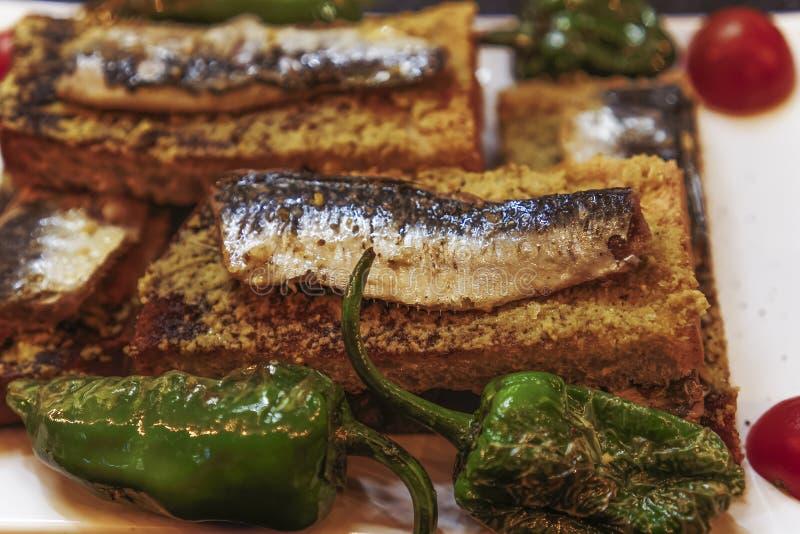 Сардины Лиссабона, Португалии традиционные служили еда стоковое изображение