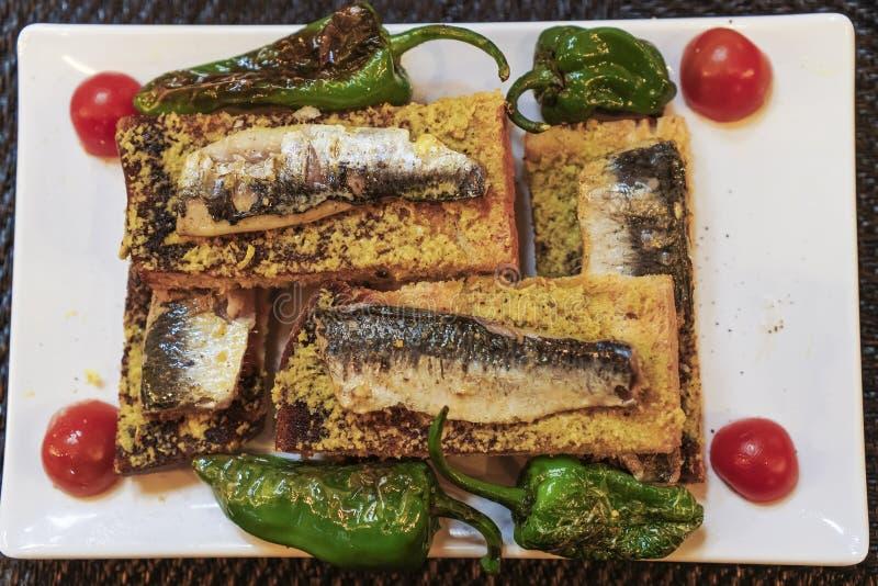 Сардины Лиссабона, Португалии традиционные служили еда стоковое изображение rf