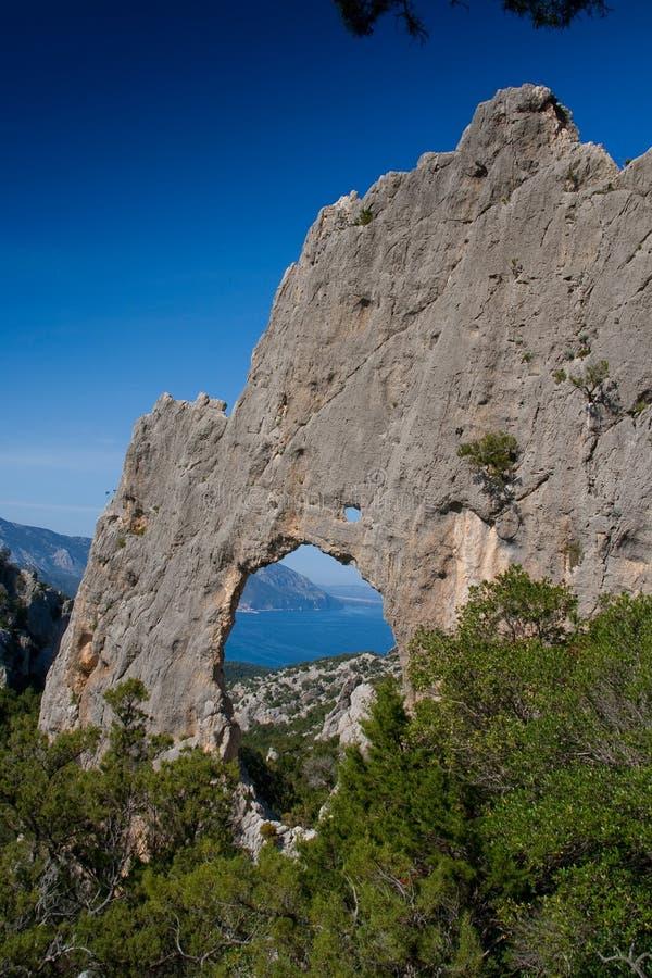 Сардиния между горами и морем - горным велосипедом катания стоковое изображение rf