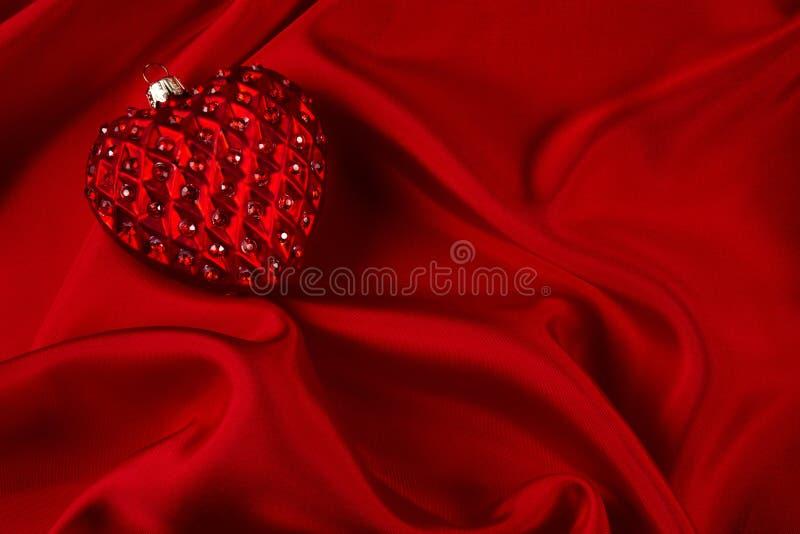 сатинировка jeweled сердцем красная стоковое фото rf
