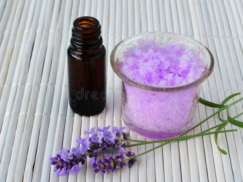 Сахар лаванды scrub при эфирное масло, утихомиривая заботу кожи стоковое изображение rf