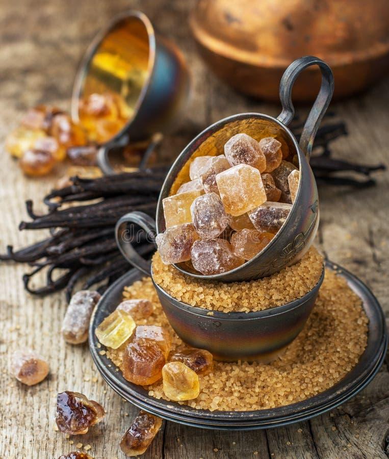 Сахар Брайна и ванили на предпосылке стоковые изображения rf