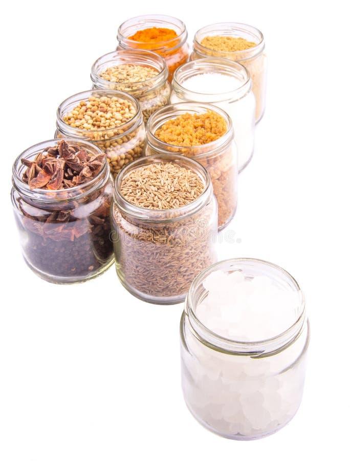 Download Сахар и специи на белом x стоковое фото. изображение насчитывающей индийско - 40590298