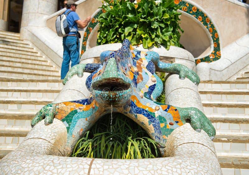 Саламандр мозаики на Parc Guell, Барселоне стоковые фото