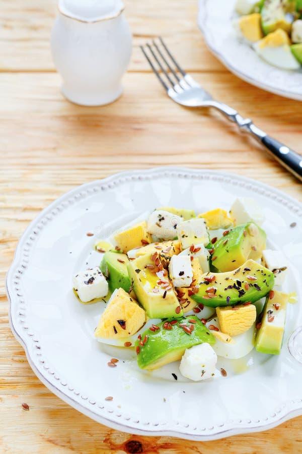 Салат авокадоа с фета стоковые изображения