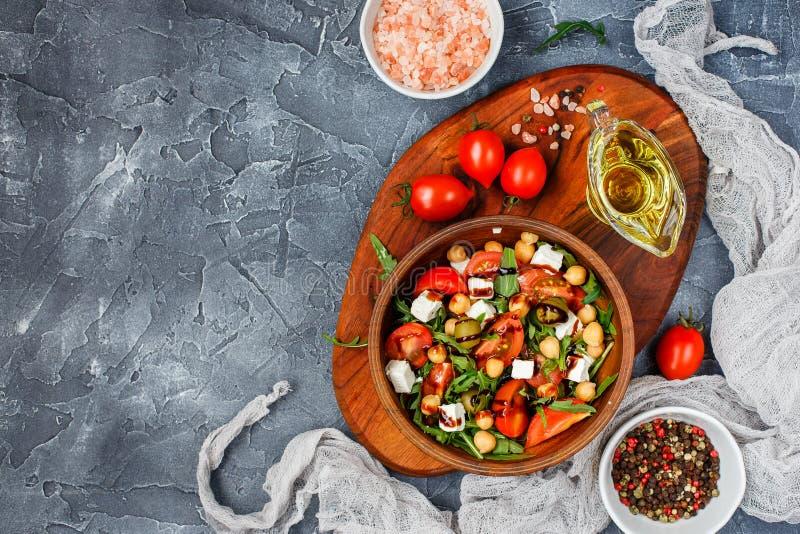 Салат весеннего овоща стоковая фотография