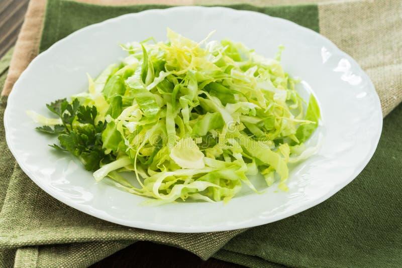 Download Салат капусты стоковое изображение. изображение насчитывающей тарелка - 40591599