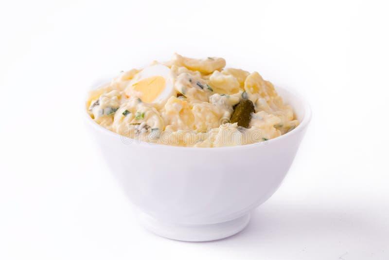 Салат картошки в белом шаре стоковое фото