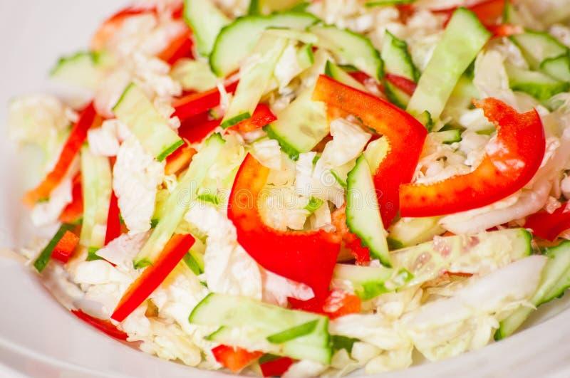 Салат с красным болгарским перцем и огурцом