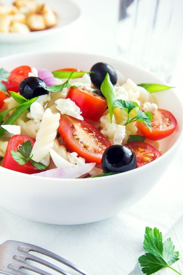 Салат макаронных изделий с овощами стоковые фото
