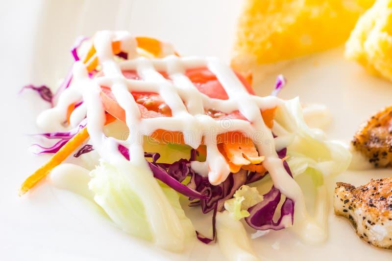 Download Салат овощей стоковое изображение. изображение насчитывающей лук - 40578021