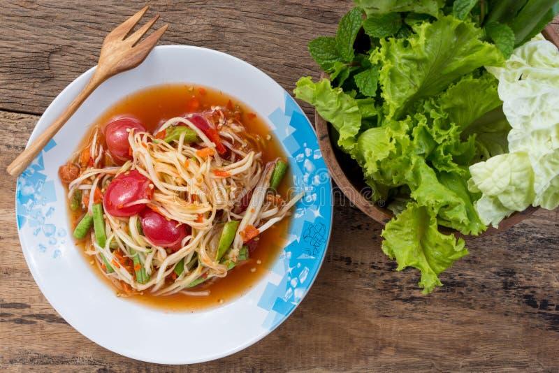 Салат папапайи с свежим овощем стоковое изображение