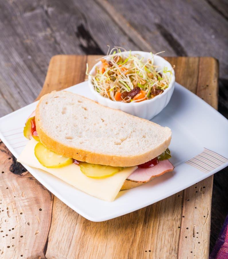 Салат сандвича и чечевицы стоковые фото