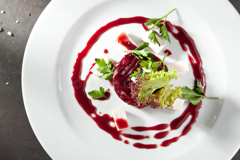 Салат свеклы с козий сыром стоковые фото