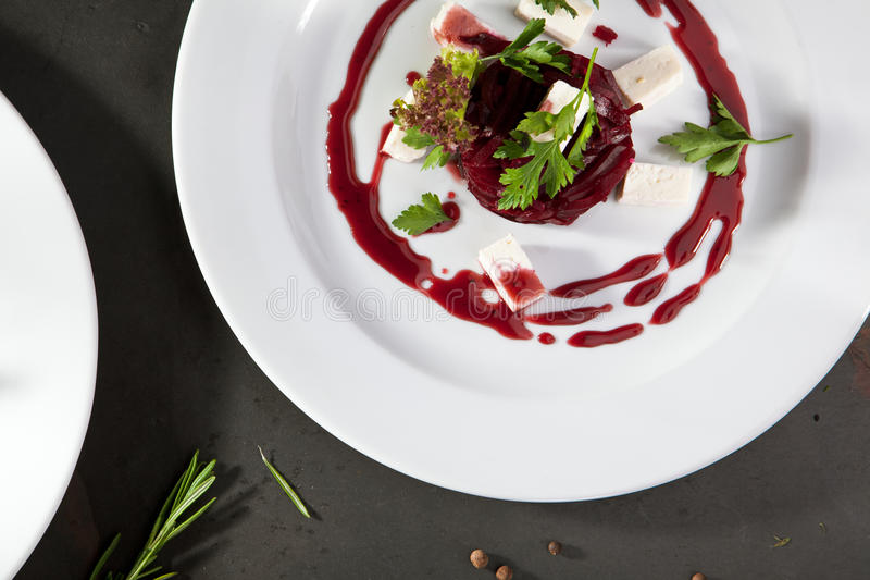 Салат свеклы с козий сыром стоковое фото rf