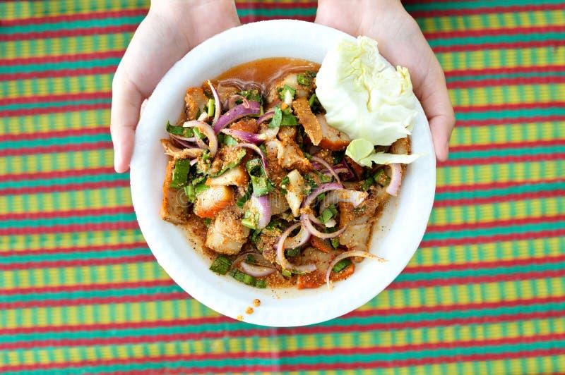 Салат свинины кухни Таиланда пряный стоковая фотография