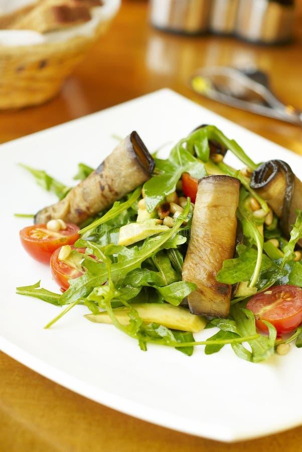 Салат с кренами баклажана стоковое изображение rf