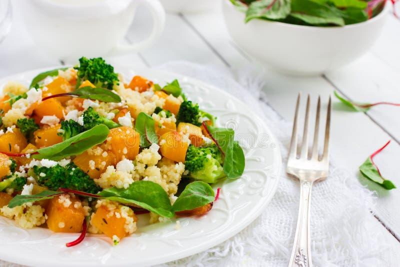 Салат с кускус, тыквой, брокколи стоковые изображения rf