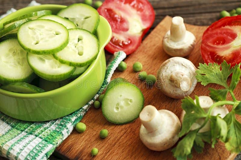 Салат с огурцом стоковые фото