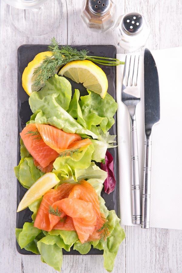 Download Салат с семгами стоковое изображение. изображение насчитывающей салат - 41653347