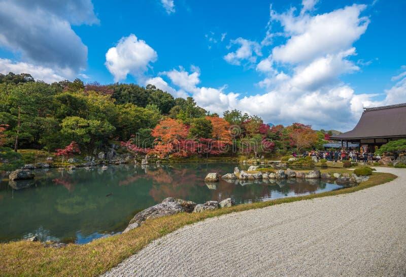 Сад в падении, Arashiyama Tenryu-ji, Киото, Япония стоковое фото
