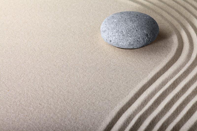 Сад курорта раздумья камня песка Дзэн стоковое фото rf