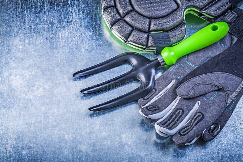 Садовничая лопатка протекторов колена перчаток безопасности развлетвляет на металлическое стоковое изображение